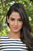 sonal chauhan latest glam pics-thumbnail-9