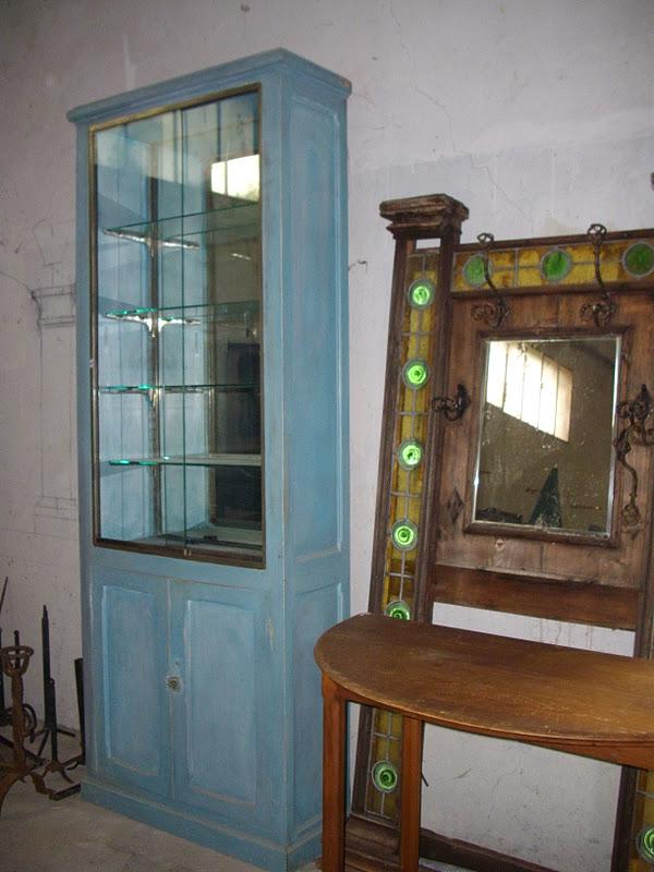 ancien meuble de m tier grande vitrine belle patine naturelle bleu i. Black Bedroom Furniture Sets. Home Design Ideas