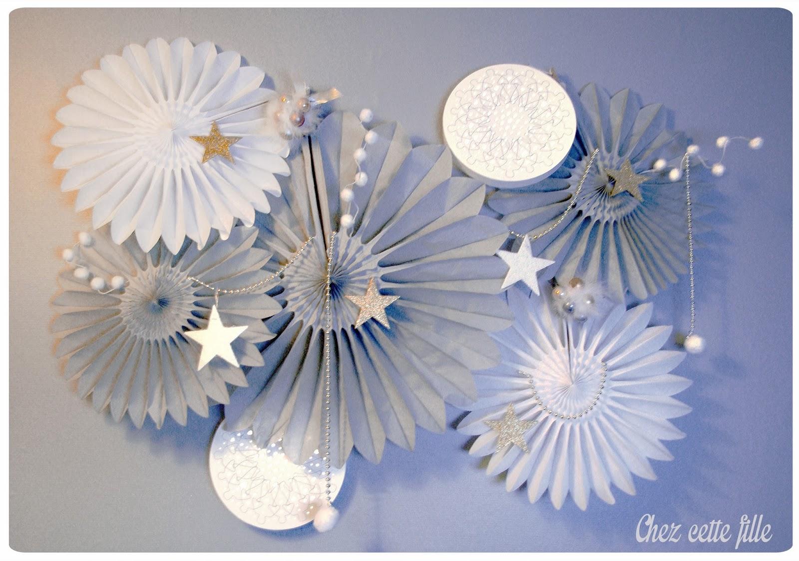 Habiller ses murs pour les f tes un nuage de d corations - Quand mettre les decorations de noel ...