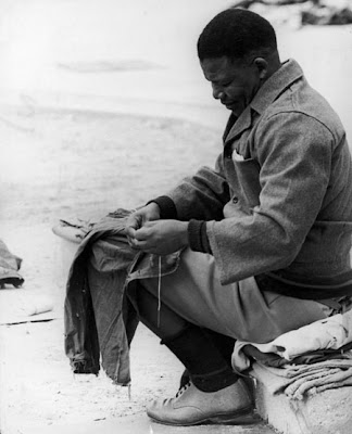 NELSON MANDELA MADIBA TATA MENDING PRISON CLOTHES IN ROBIN ISLAND SMUGGLED PICTURE