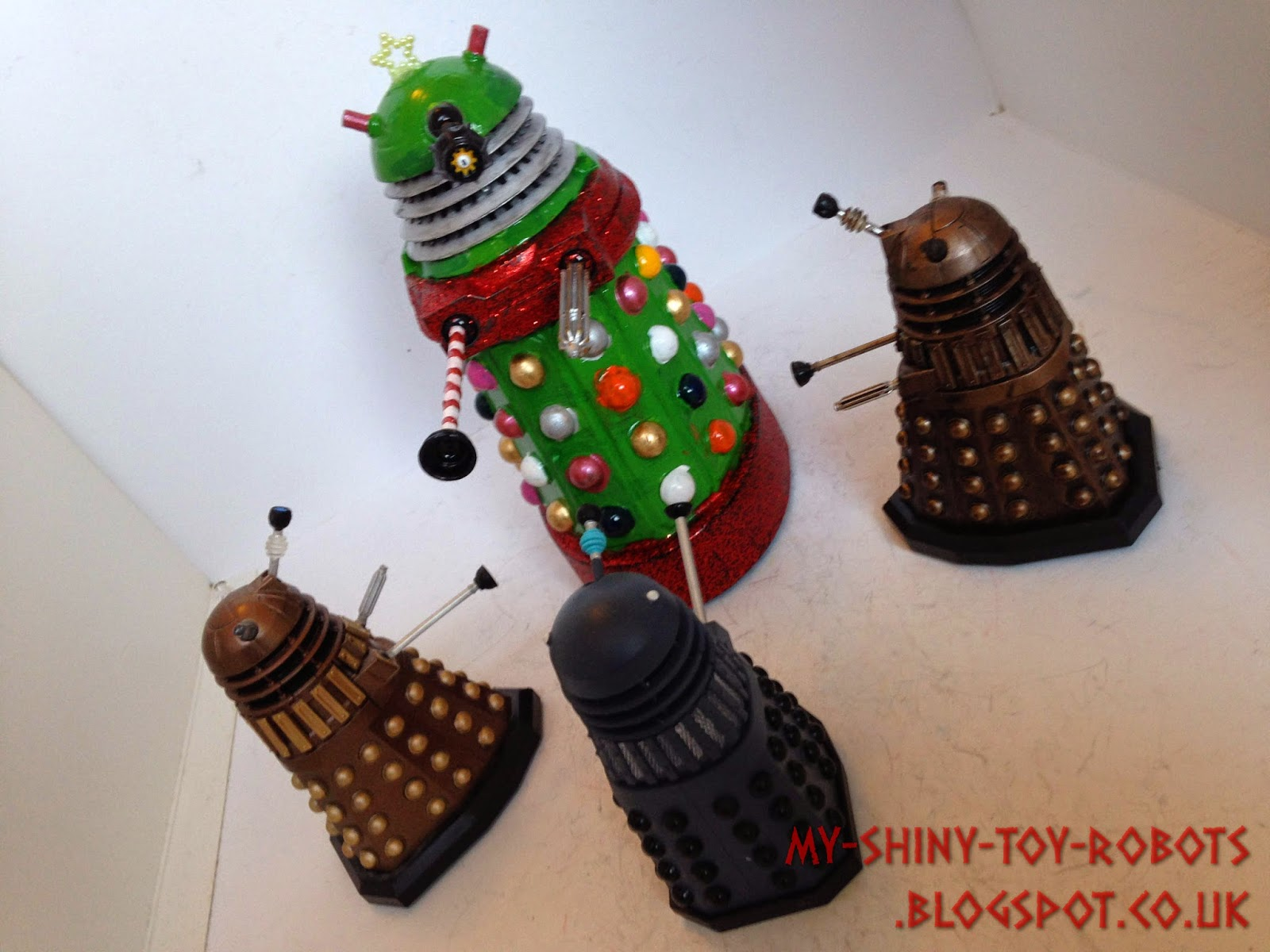 The Daleks gather around the tree