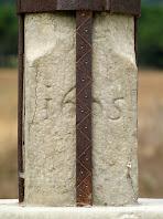 Base de la Creu de Terme amb la inscripció de 1695