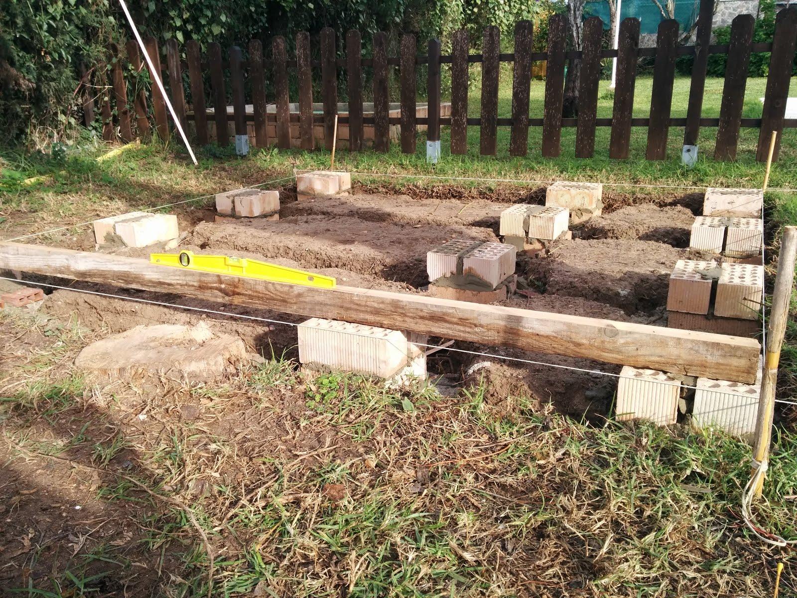 Rusticolaje casita de madera paso 2 los cimientos for Casetas de jardin metalicas baratas