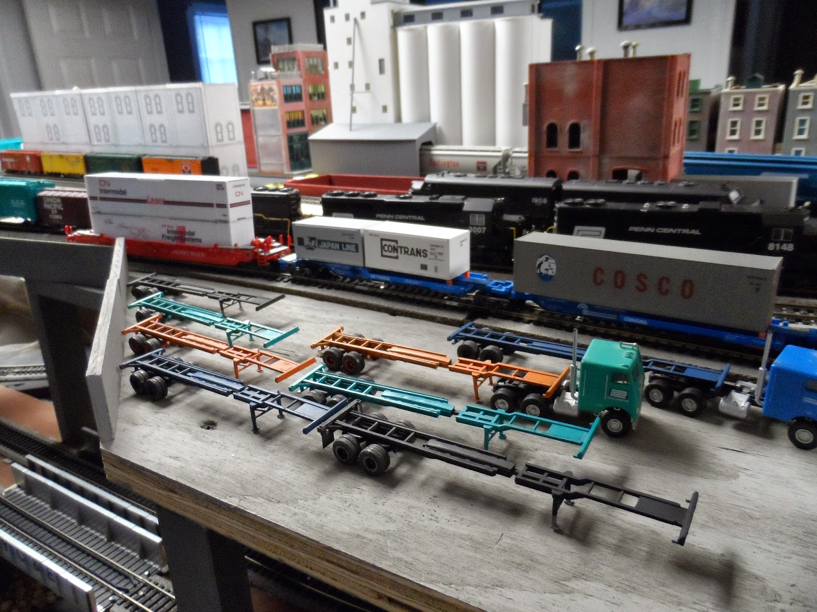 New York Central Train Layout  Container Chassis Build