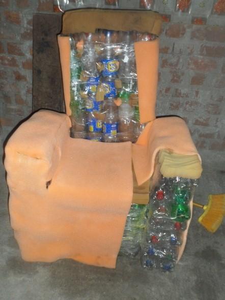 Proyectos de ciencias sill n de botellas reciclables for Ideas para hacer sillones reciclados