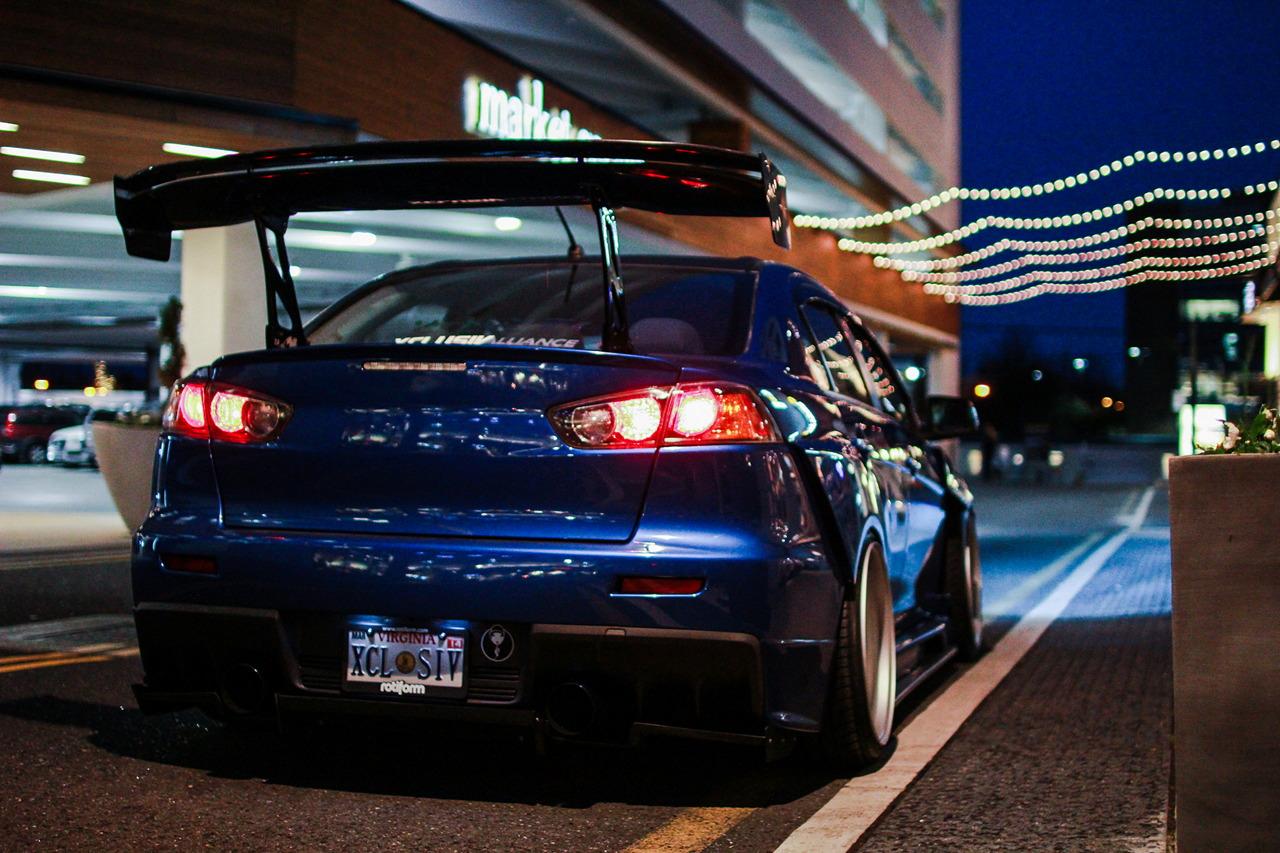 Mitsubishi Lancer Evolution X, kultowe auta, najlepsze sportowe sedany, spoiler, tuning, samochody w nocy