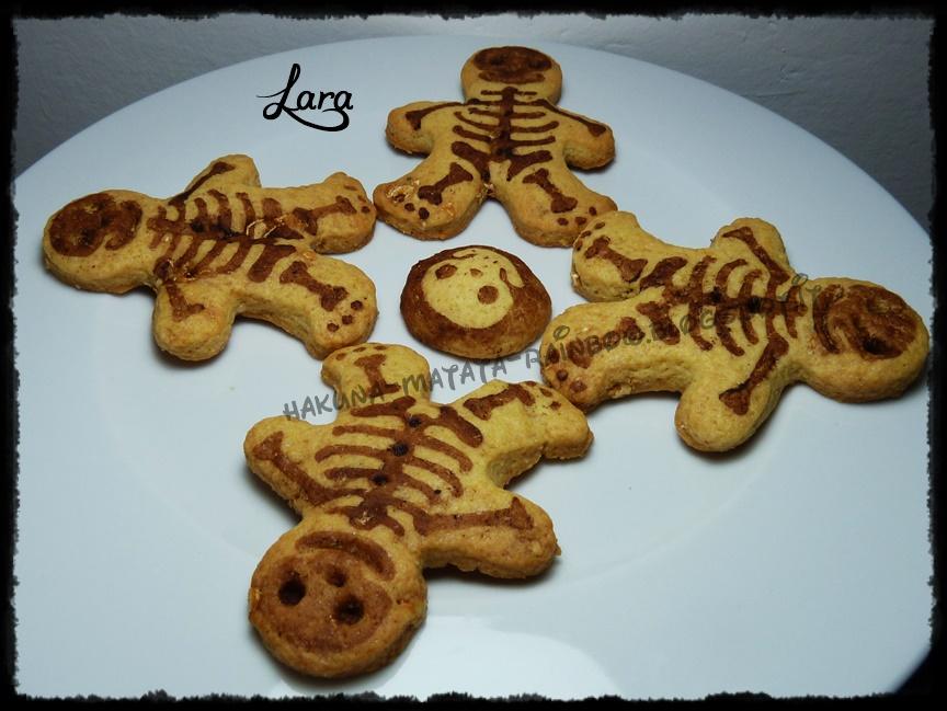 biscotti scheletro con frolla al torrone e stencil al cacao (prima della cottura)