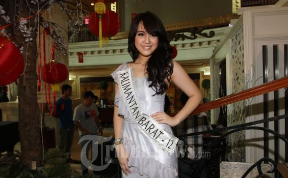 Vania Larissa sang Miss Indonesia 2013
