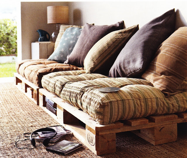 Ideas for living room decoration with crates and pallets