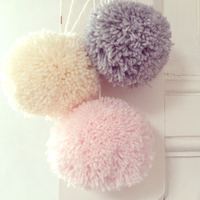 ByHaafner, pompons, yarn, pastel colours, pink, grey, offwhite