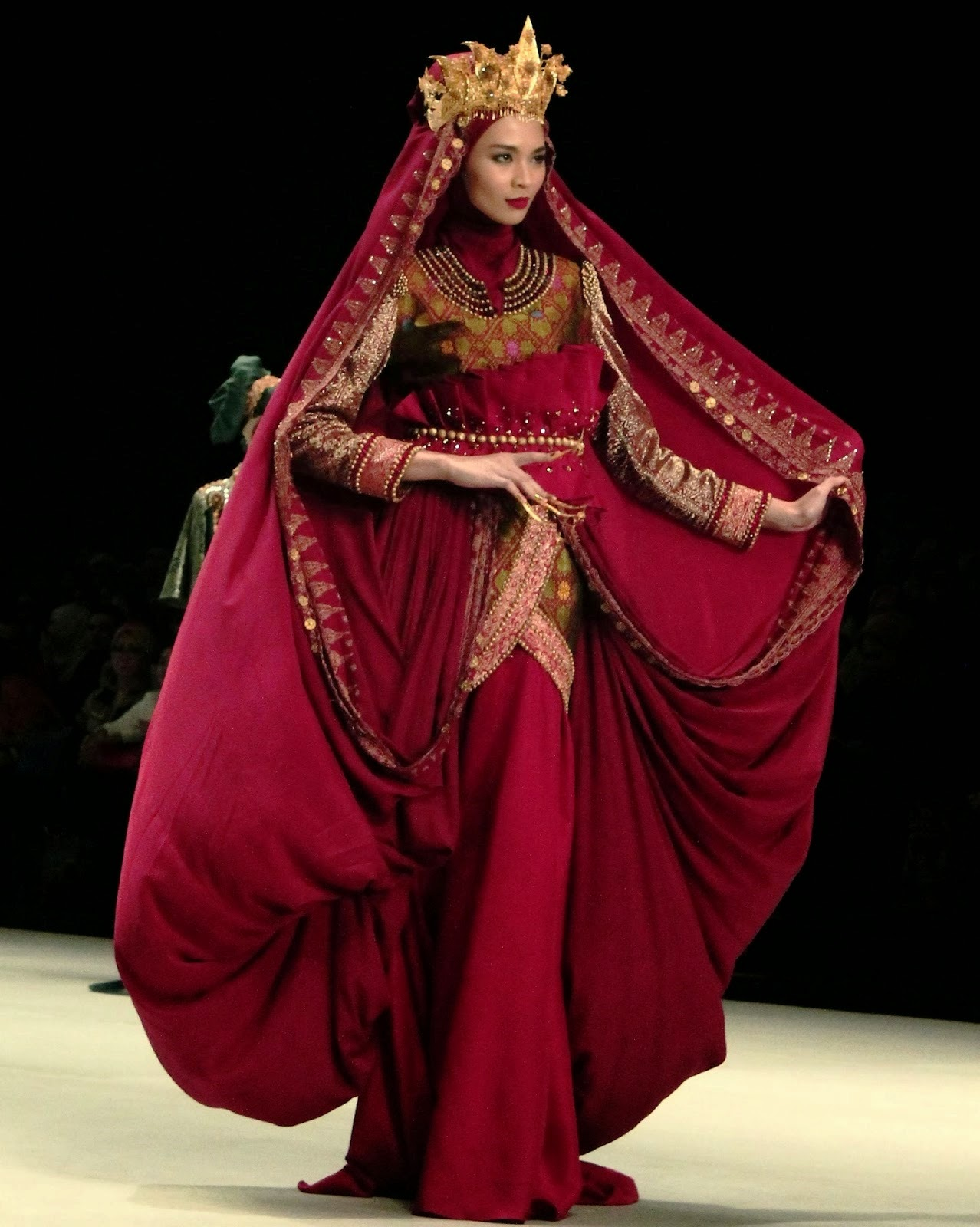 Indonesia Fashion Week 2014 : The Royal Kingdom Of Indonesia Moslem ...
