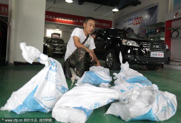 Lelaki beli kereta dengan 300 kg duit syiling