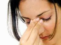 تعريف الفوبيا...وأنواعها... ومدى تأثيرها على الانسان  - امرأة قلقة قلقانة تفكر مرهقة متعبة