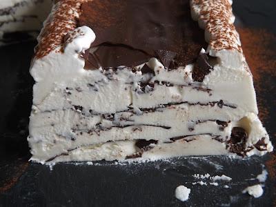 gelato alla vaniglia con sfoglie di cioccolato