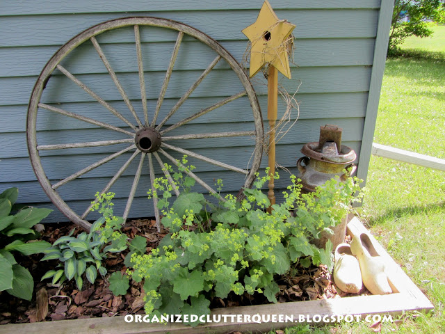 Delightful Wagon Wheel Decor Garden House Decor Ideas, Garden Idea