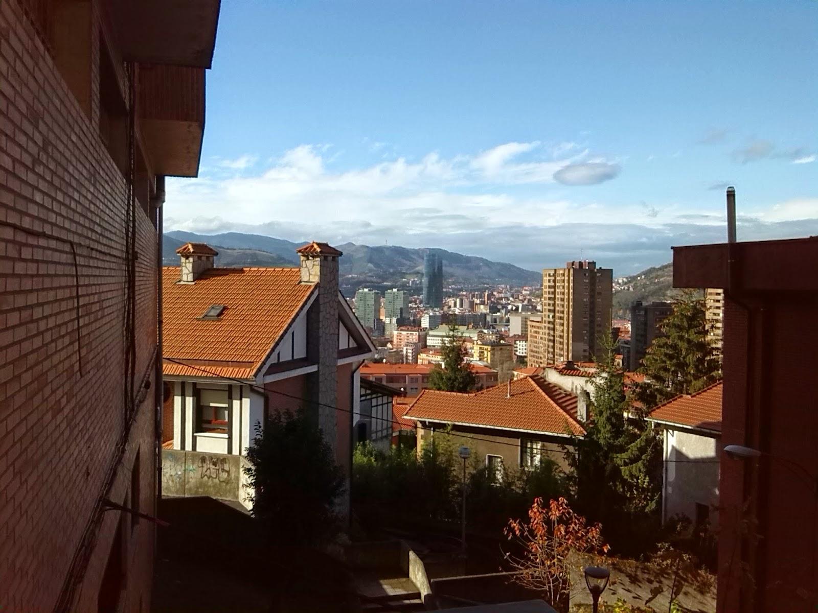 Montes de Bilbao y rascacielos