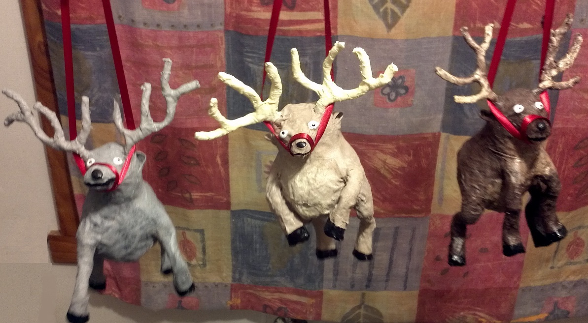 Crafty little beanut mini paper mache reindeer for the for Paper mache christmas