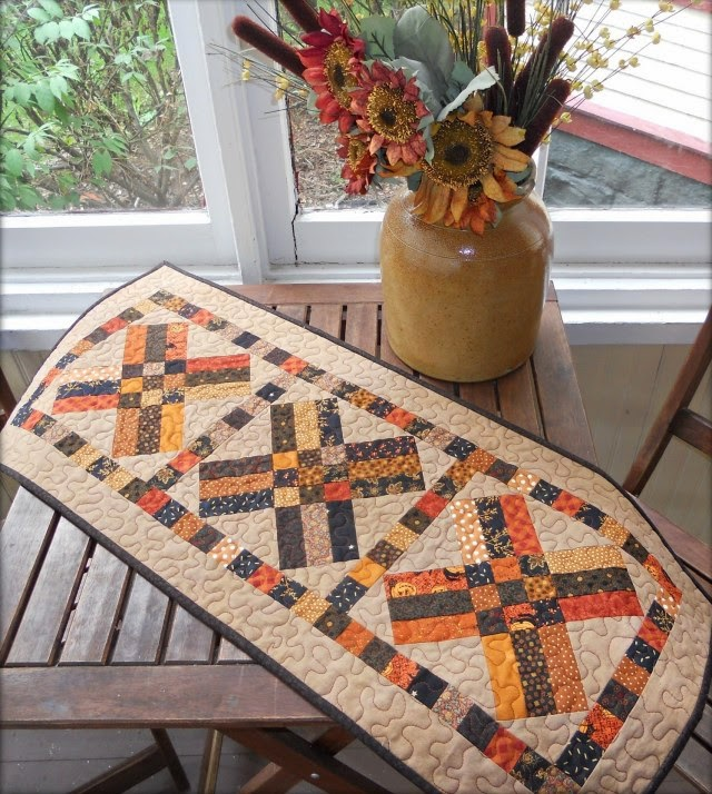 Thanksgiving Quilted Table Runner Patterns : Quilt Inspiration: Free pattern day ! Thanksgiving