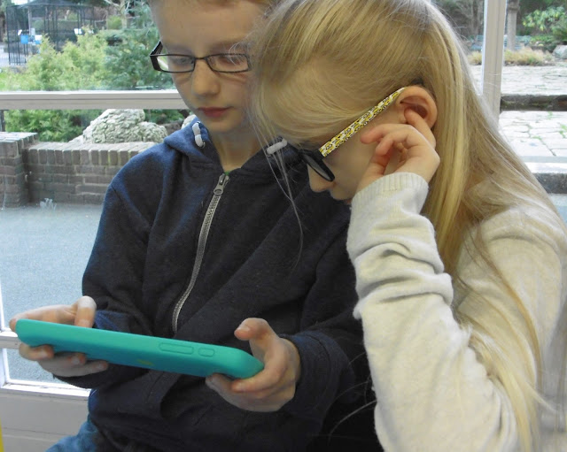kids sharing tablet from EE - The Robin