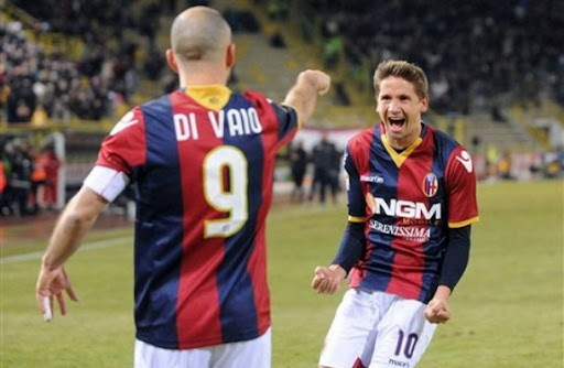 Gastón Ramírez celebrates a goal against Fiorentina with Bologna team-mate Marco Di Vaio