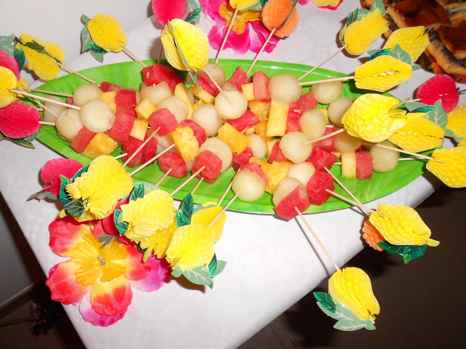 Decoracion fiesta hawaiana cumplea os adulto for Decoracion de frutas para fiestas infantiles