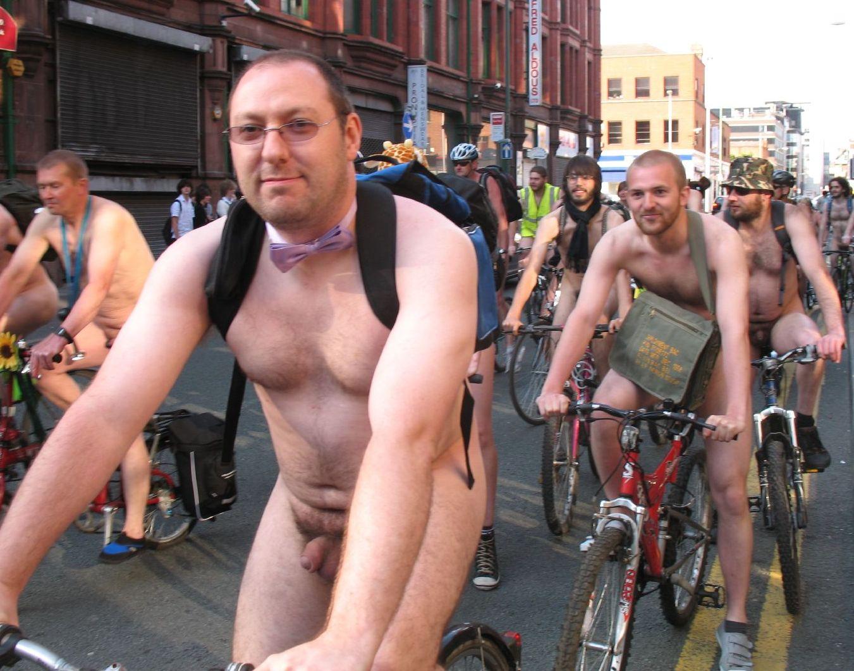 Chicosey Desnudos En Bicicletas