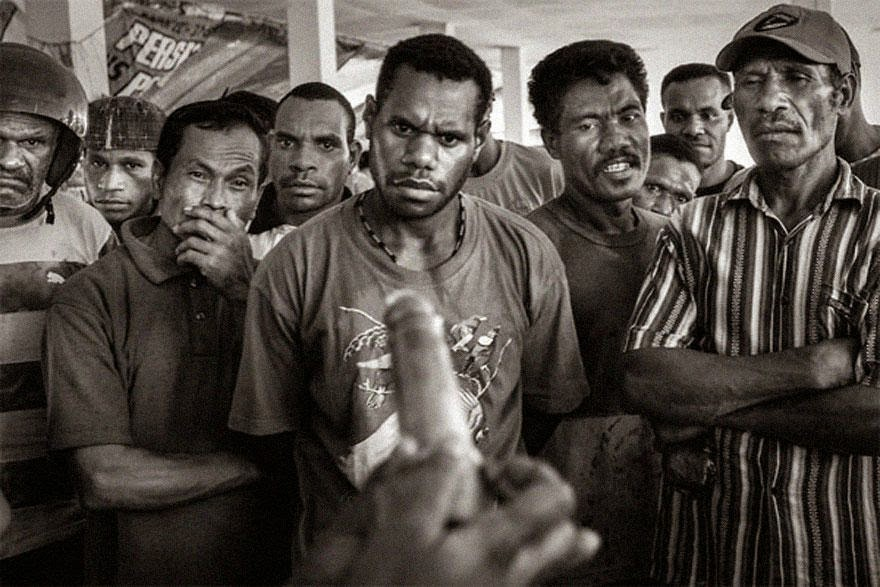30 of the most powerful images ever - Demonstration of condom usage at a public market in Jayapura, capital of Papua, 2009