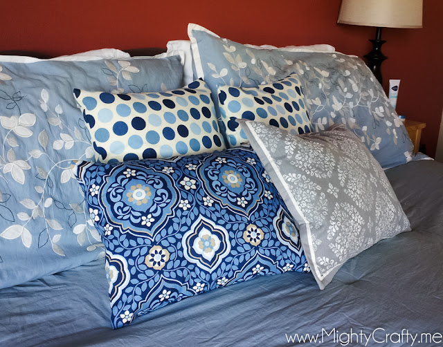 Easy Bedroom Pillows -- www.MightyCrafty.me