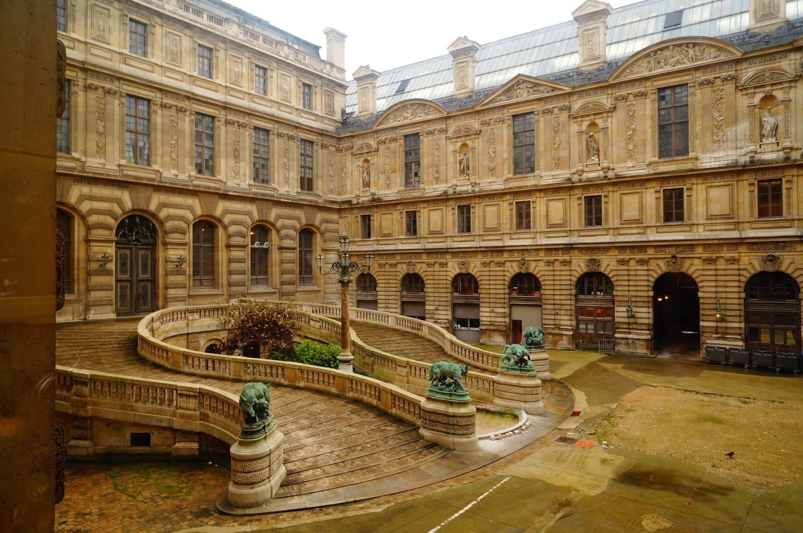 Двор Лувра