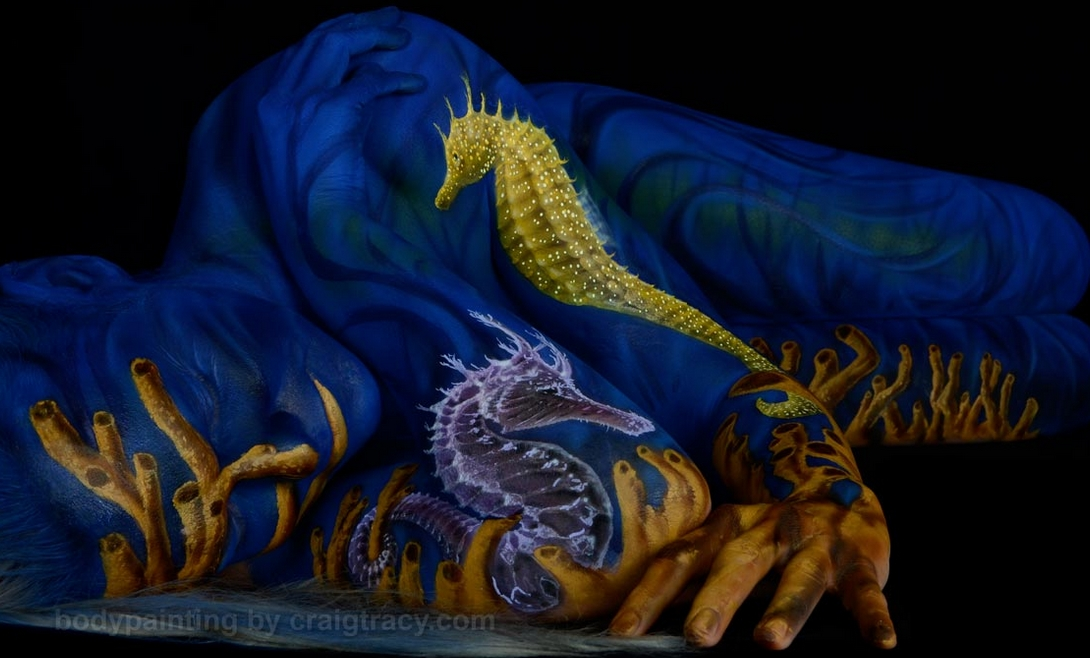 12-Seahorse-Craig Tracy-Body-Paintings-on-Skin-Canvases-www-designstack-co