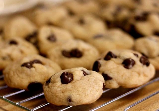 Biscotti di Pasta Frolla con Gocce di Cioccolato - Ricetta