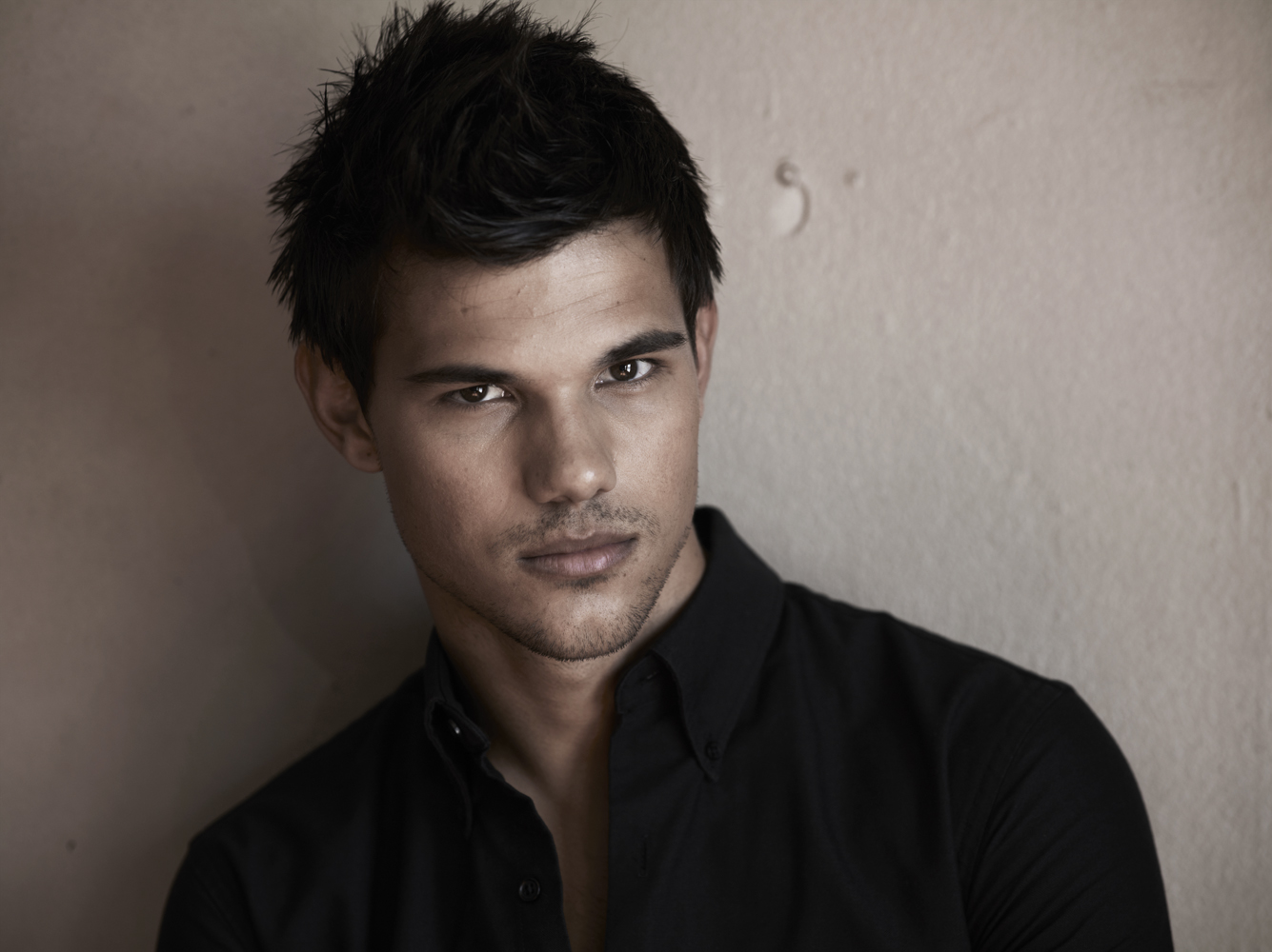 http://1.bp.blogspot.com/-UN85UkMO5xM/UAbViJlGbII/AAAAAAAAAK0/KvjqDcmlAts/s1600/Taylor-Lautner-Total-film-mag3.jpg