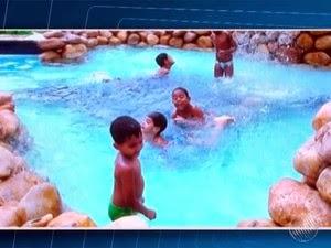 Foto registrou momento em que Gabriel brincava na piscina (Foto: Reprodução/TV Santa Cruz)