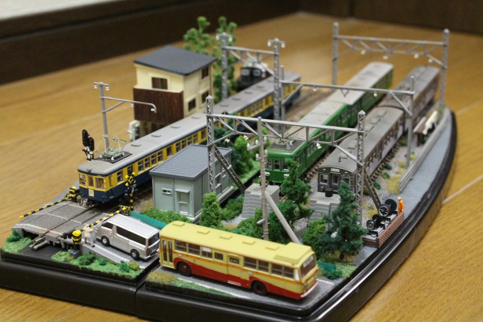レールマーケットゾーンの\u201cTSUKURIBITO/阿亮鐵道模型社\u201dブースにおいて、ダイソー(←もちろん100均の)製ショーケースを用いたミニジオラマの競作に参戦いたし