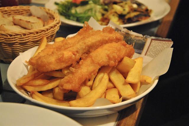 Fish and Chips Deluxe Variante mit Lachs im Fischschuppen