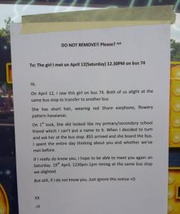 Kerana Jatuh Hati Pandang Pertama - Lelaki Tampal Notis Di Bus Stop