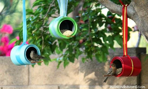 http://www.momendeavors.com/2012/03/diy-bird-feeders.html