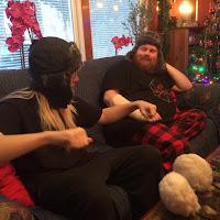 Min yngsta och min äldsta bror med sina snygga mössor ;)