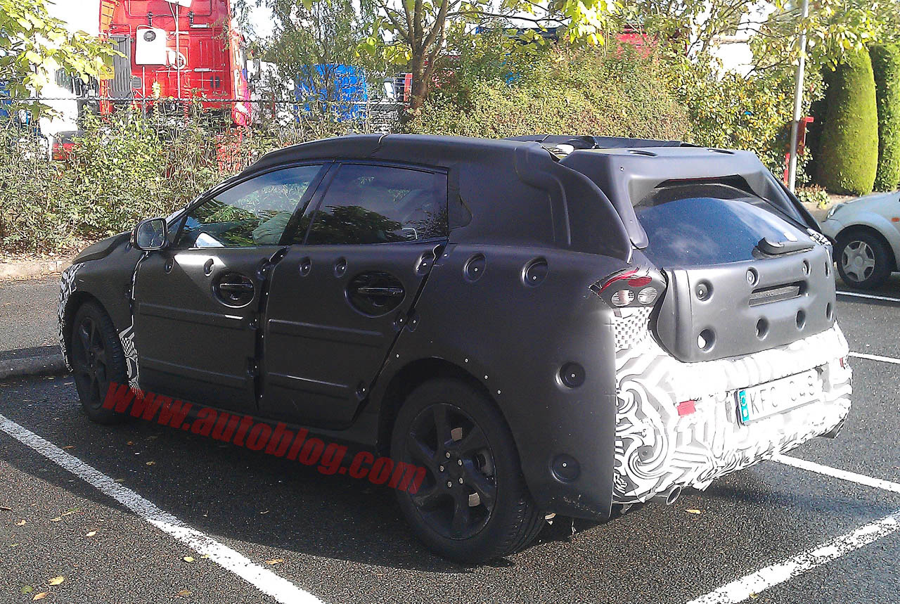 SPYSHOT NEWS  Volvo C30 four door spyshots