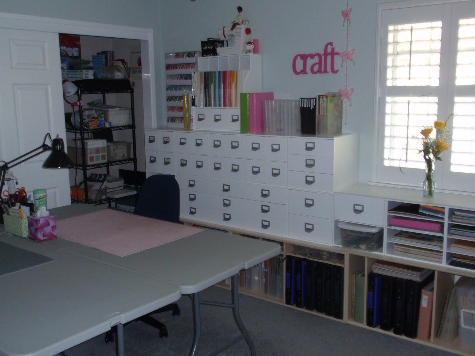 http://1.bp.blogspot.com/-UOLGk5-Xl_Q/TcdWtoFvfoI/AAAAAAAAALg/1gDq_ptfW0U/s1600/craft-room5.jpg