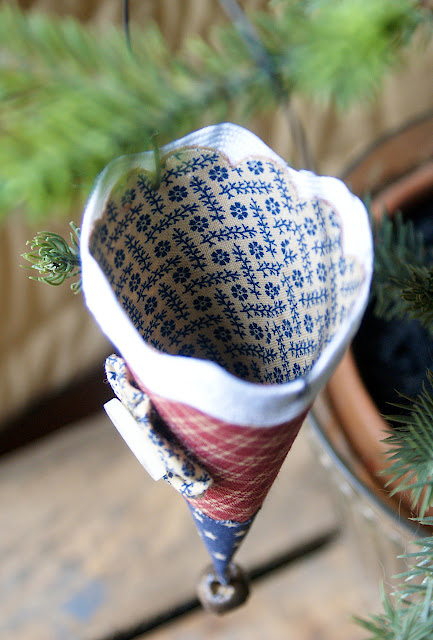 Sizzix Die Cutting Tutorial: Americana Mini Fabric Cones by Hilary Kanwischer