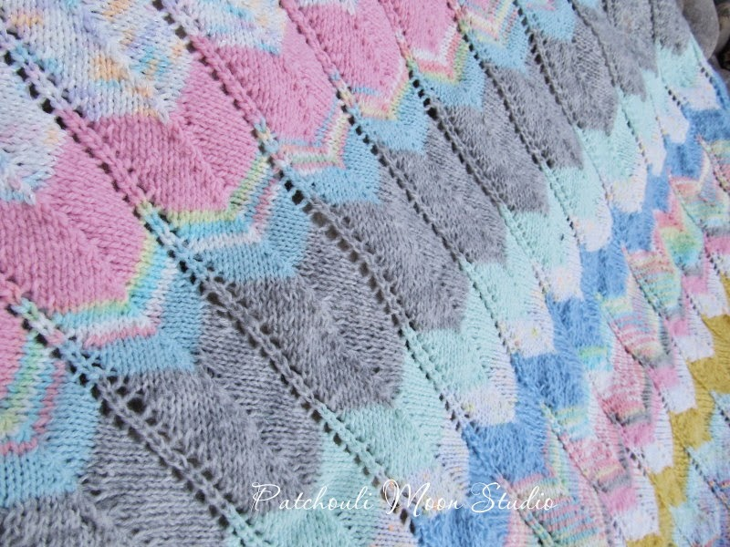 Zig Zag Knitting Pattern Baby Blanket : Patchouli moon studio knit zigzag baby blanket
