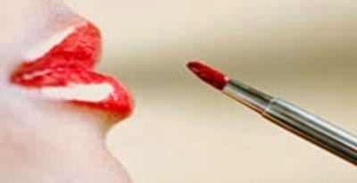 Memilih Lipstik Yang Sesuai Dengan Warna Bibir Anda