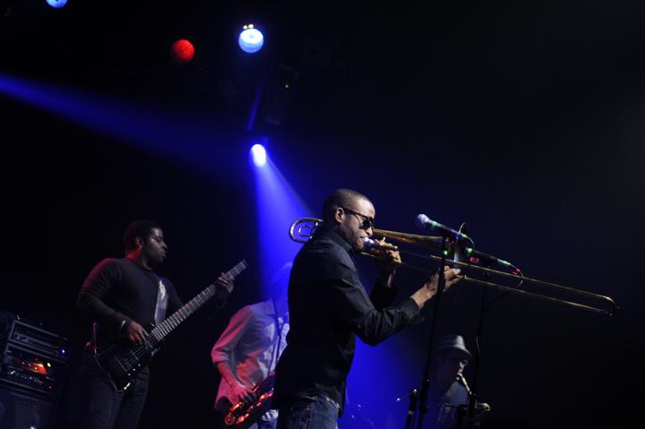 http://1.bp.blogspot.com/-UPTzWOi2vHI/TrxKdi8CiHI/AAAAAAAAHPo/bjbOcMZ1OfI/s1600/JMM+Trombone1108+03.JPG
