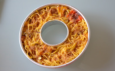 Sformato di pasta foderato di peperoni arrostiti