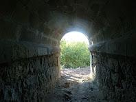Interior del pont sota la carretera