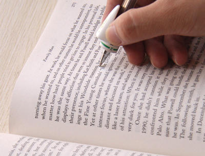 Pulpen Yang Bisa Menerjemahkan Kata Yang Sedang Dibaca