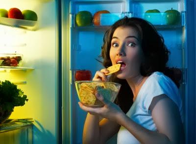 8 Makanan yang Harus Dihindari Sebelum Tidur