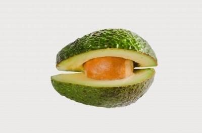 الدهون غير المشبعة الاحادية والبوتاسيوم في الأفوكادو تساعد على خفض ضغط الدم.