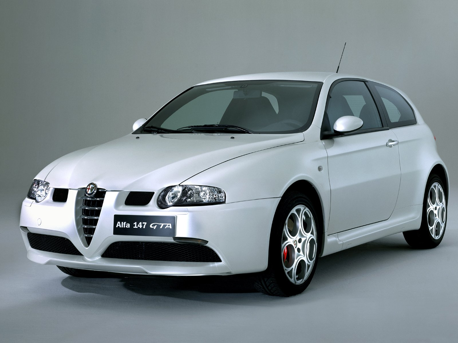 automobiles tout savoir sur les marques alfa romeo 147. Black Bedroom Furniture Sets. Home Design Ideas